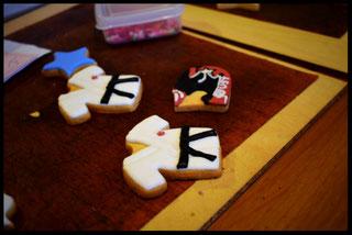 制作中のアイシングクッキー